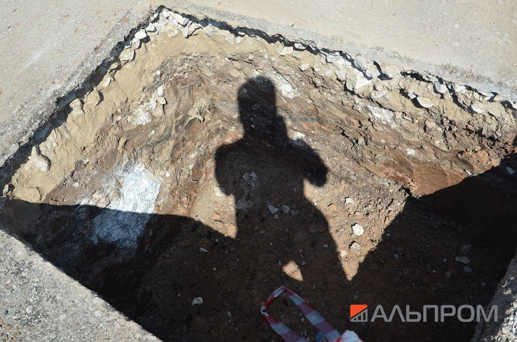 Изготовление котлована, ямы под фундамент рекламной конструкции