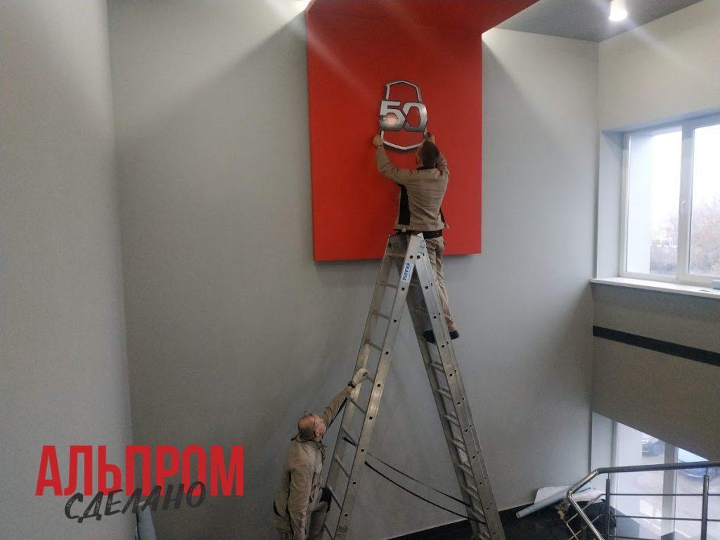 Брендирование стены Lada Sport постерами
