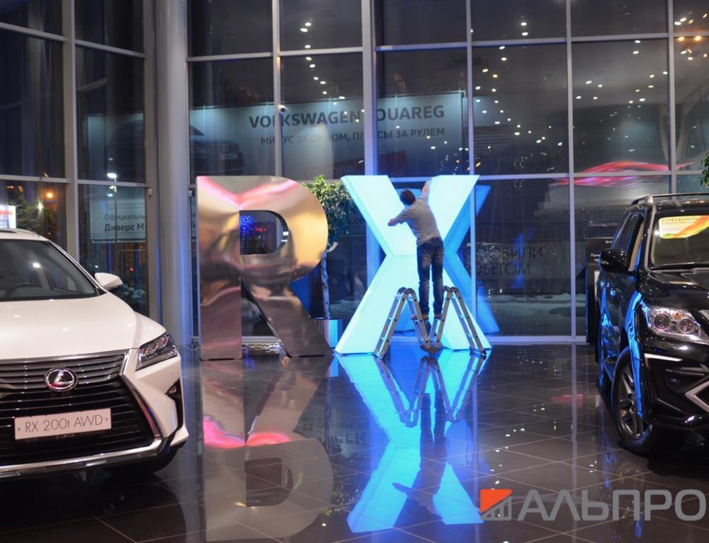 RGB полноцветный светодиодный контроллер в наружной рекламе.