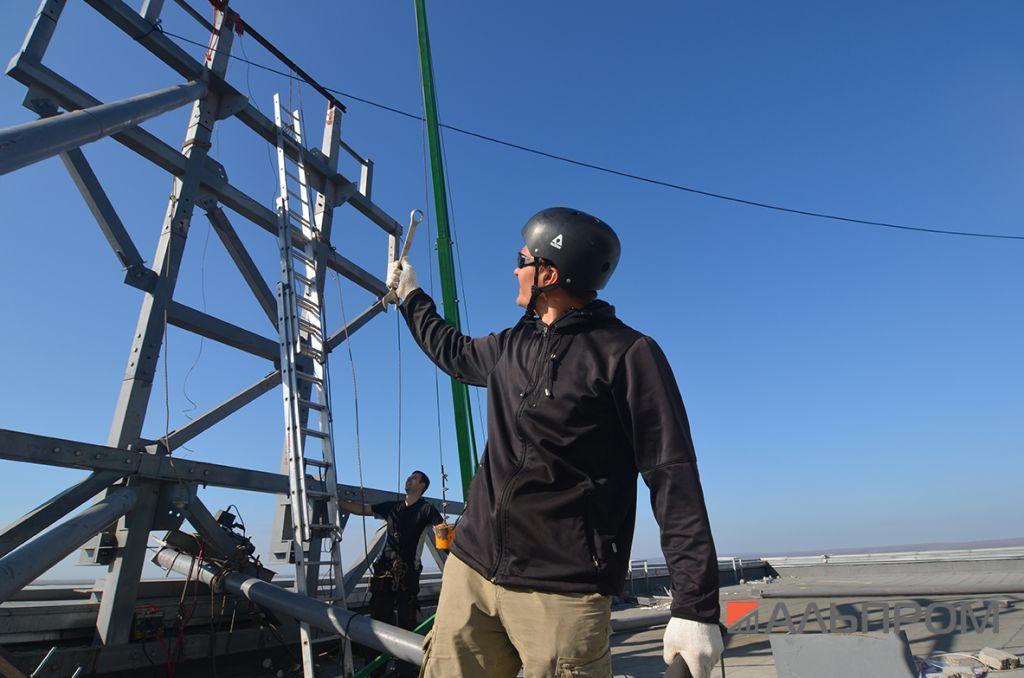 Вывеска нефтяной компании Роснефть в Самаре сделана в Альпром