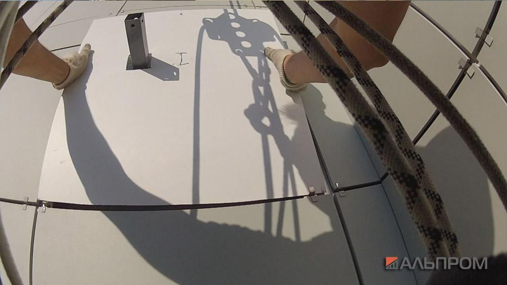 Монтаж баннера на вентилируемый фасад